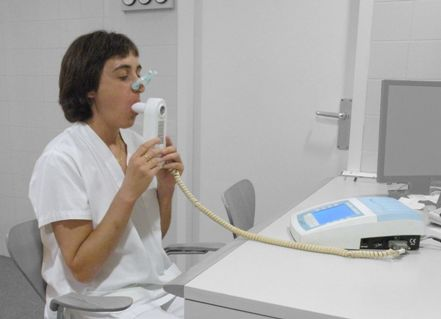 how to use triball incentive spirometer